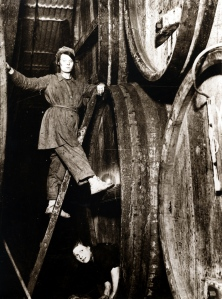 Cask Washing, 1916 (Ref T14)Tennent Caledonian Breweries Ltd, brewers, Glasgow.