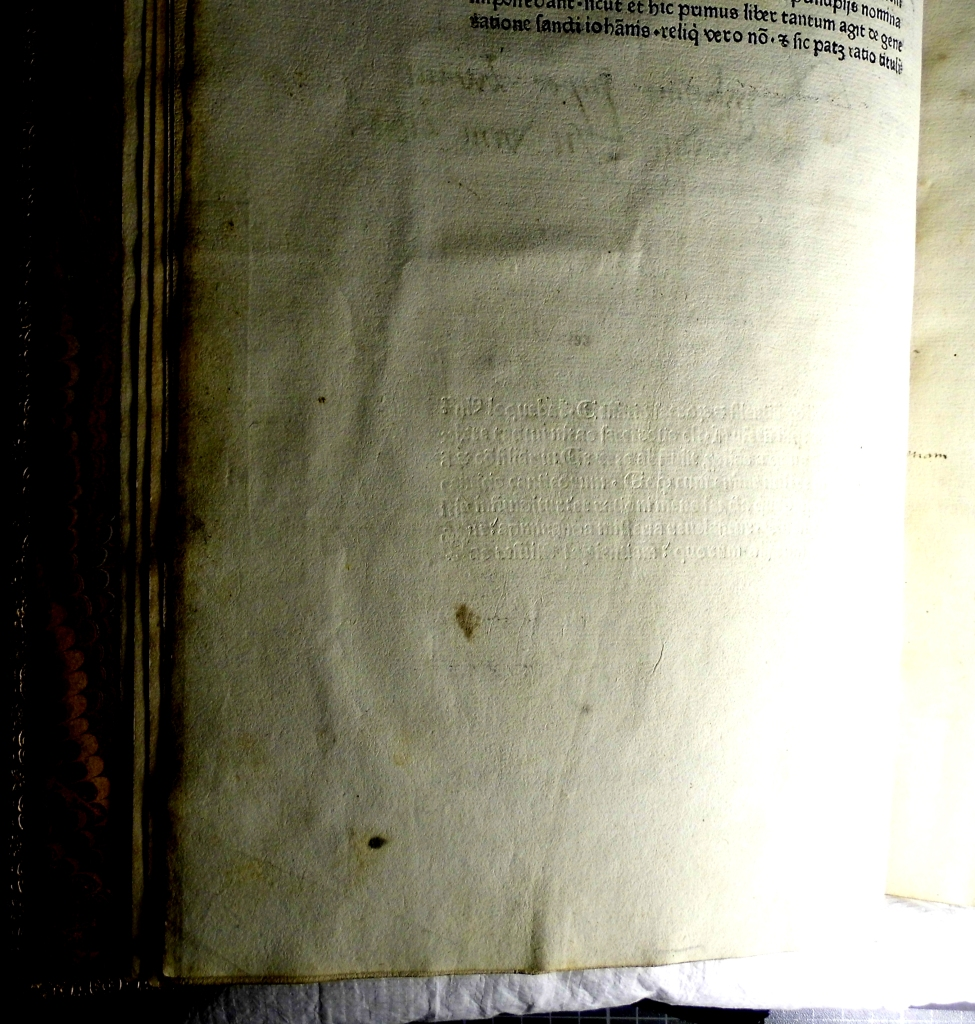 Same leaf in raking light reveals an extra paragraph of blind type (Sp Coll Hunterian Be.2.8)