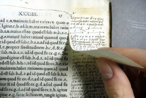 Marginal notes on a pasted-in slip in Apollonius of Perga (Sp Coll Hunterian R.3.2)