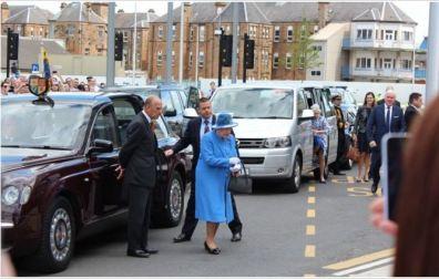 Queen-visits-hospital