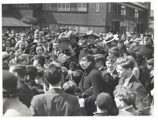 006-1938 Dick arrival for Glasgow World Fair