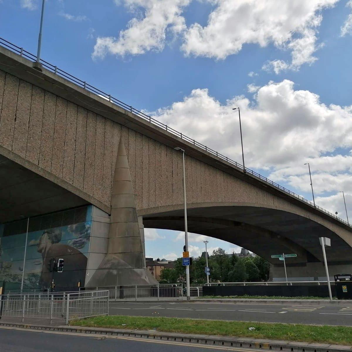 金士顿桥梁的看法从北边
